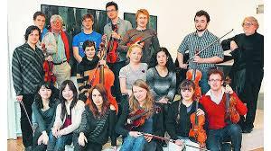 Die Teilnehmer an der Kammermusik-Akademie der Professoren Claude Lelong (hinten, 2. von links) und Tomasz Tomaszewski (hinten, rechts). - JEVER_6983fa0c-c96a-4dee-a2bb-6c8c370b15c5_c8_2816718