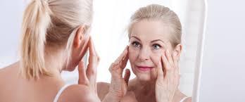 Прочитайте: 6 средств для <b>ухода</b> за кожей вокруг глаз после 50 ...