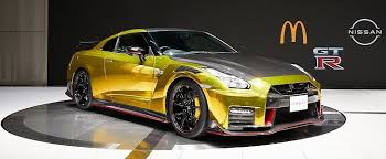 2022 <b>Nissan GT</b>-<b>R</b> NISMO With McDonald's Gold Wrap Is One Cool ...