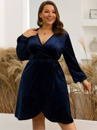<b>plus size</b> deep v-neck <b>lantern</b> sleeve velvet dress at Banggood