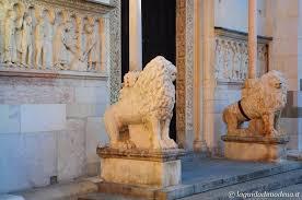 Risultati immagini per stilofori all'entrata delle cattedrali romaniche