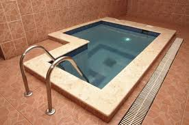 Keep the indoor swimming pool environment warm and dry