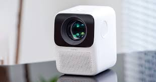 <b>Xiaomi Wanbo T2 Free</b> is a mini projector with Android and a great ...