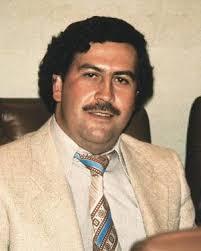 El capo colombiano Pablo Escobar Gaviria, fallecido en 1993, hizo una hoguera con dos millones de dólares en billetes para evitar que su hija muriera de ... - pabloescobar