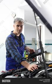 car electrician electromechanics car repair mechanic connected car electrician electromechanics car repair mechanic connected diagnostic device