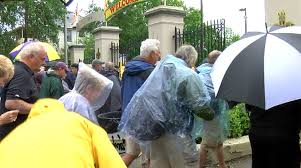 Storms delay <b>Jazz Fest</b> again, but attendees came prepared for the ...
