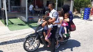 Motosikletle aile boyu yolculuk jandarmayı bile şaşırttı