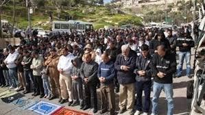 Image result for الصلاة بالنعال