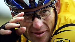 Nike heeft het contract met Lance Armstrong beëindigd. De oud-wielrenner zelf legde vanmiddag het voorzitterschap van zijn stichting Livestrong neer. - lance-armstrong-usada-568x3191