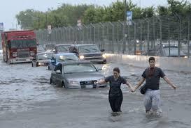 كندا - أمطار غزيرة تتسبب في إلغاء رحلات طيران وإخلاء سكان