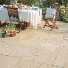 patio slab sets: stonemarket paving riven sandstone marketstone sahara multi paving circle feature kits