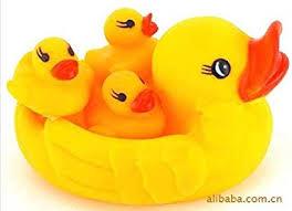 <b>4pcs</b>/Set Mom And Baby <b>Rubber</b> Yellow Ducks Bath Toys, <b>Hot Sale</b> ...