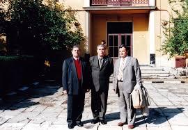 Tata8 La București, în 2002, cu prilejul sărbătoririi a 10 ani de la înființarea Facultății de Arhivistica, alături de Dl. Dan Pintilie ... - tata8