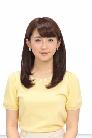黄色い服の宮司アナ