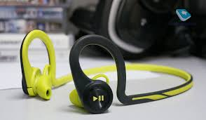 Обзор Bluetooth-гарнитуры <b>Plantronics BackBeat Fit</b>