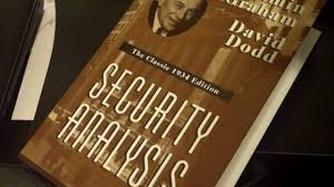 books warren buffett needs you to read 15 books everyone should according to warren buffett security analysis by benjamin graham and david l dodd