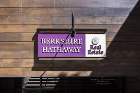 Pros and Cons of Buying Berkshire Hathaway Inc. (BRK.B) Stock ...