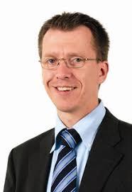 Bis Juni 2007 verantwortete Stefanie Frey die Investor-Relations-Aktivitäten der United Labels AG in Münster. - 60698