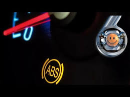 Почему горит лампочка <b>АБС</b> на <b>панели приборов</b>: причины ...
