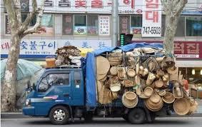 Membeli perabot rumah tak semudah berbelanja bahan makanan. Anda harus ekstra selektif karena selain harganya tidak murah barang yang dibeli itu akan digunakan dalam jangka waktu tak sebentar.