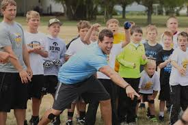 blog chad greenway s lead the way foundation vikings linebacker chad greenway center points out the winner of a foot race at a football camp tuesday in mount vernon nick mccutcheon republic