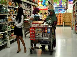 jakarta floods by samantha yap globalcitizensam stocking up on food supplies in preparation for anticipated severe flooding