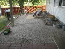 design outdoor backyard pea gravel