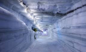 Resultado de imagen para islandia cueva artificial