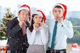 office holiday party do s and don ts nfib don t forget guests who aren t drinking offer plenty of alcohol options like juice punch or soft drinks and remember to have
