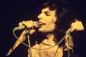How Come <b>Freddie Mercury Never</b> Fixed His Teeth?
