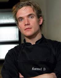Hvem er Michelin-kokken kristian Møller? Kristian Møller har været uddannet kok siden 2001. I 2003 overtog han restauranten og valgte at videreføre stilen ... - sef1