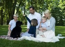 Картинки по запросу щенок и семья