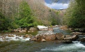 Resultado de imagem para O rio correndo tranquilamente