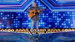 Paura a X Factor, il concorrente cade dal palcoscenico durante l ...