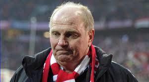 Uli Hoeness, der bald seine Haftstrafe wegen Steuerhinterziehung antreten wird, hat freiwillig seine Mitgliedschaft in der «Hall of Fame des deutschen ... - 327215-3a80f1ea724dadec75172467ce3be02f