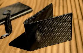 <b>Leather</b> Wallets vs. <b>Carbon Fiber</b> Wallets: The Pros and Cons ...