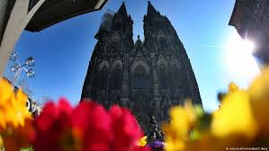 <b>Весенние цветы</b> для Кельнского собора | Кадр дня | DW | 13.03 ...