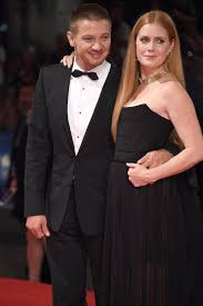 jeremy renner and amy adams at the arrival premiere tom jeremy renner and amy adams at the arrival premiere
