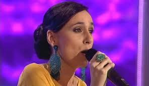 """Lola Vega. ¿Alguien quiere aprender a respirar cantando? Pues que coja """"Moscatel"""" y aprenda a cantarla sin asfixiarse. El año pasado a María Antonia le ... - eugenia-sanchez-1024x588"""