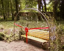 Znalezione obrazy dla zapytania laweczka miłości w Lubniewicach