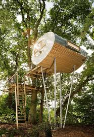 Modern Tree House Offers a Cozy <b>Minimalist</b> Escape in the Woods
