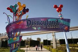 NOTICIAS 33 VIERNES 22 DE MAYO 8:45 A.M. Familias enteras víctimas  de los estafadores con boletos de Disneyland
