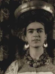 Carl Van Vechten Frida with Tehuantepec gourd on head 1932. Fotografía 24 x 32 cm. $15,000.00, Leo Matiz - u0010113big
