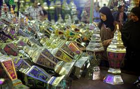 ramadan around the world newsweek middle east a w her daughter look at a stall selling festival lights and ramadan lanterns at