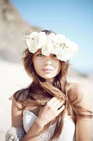 24 Stunning Ways to Wear <b>Flowers</b> in Your Hair on Your Wedding Day