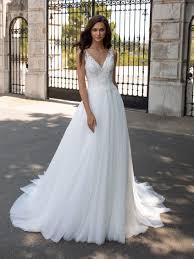 <b>Sleeveless</b> evasé <b>wedding dress</b> in <b>embroidered</b> tulle | Pronovias