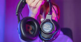<b>JBL Quantum</b> — на что способны настоящие геймерские гарнитуры