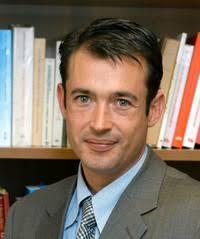 Eduardo Ruiz de Erenchun es licenciado en Derecho por la Universidad de Navarra y abogado desde 1993. Profesor asociado de Derecho penal imparte clases, ... - eduardo-ruiz-de-erenchun