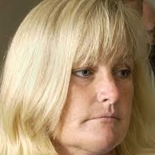 """Y debbie rowe , la madre. que si esta mujer tiene hijos con esos """"supuestos padres"""" los niños tendrian que ser practicamente albinos. - debbierowe4672161402"""