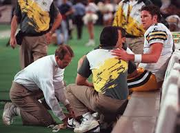 nov brett favre takes a giant step on just one leg 12 1995 brett favre takes a giant step on just one leg